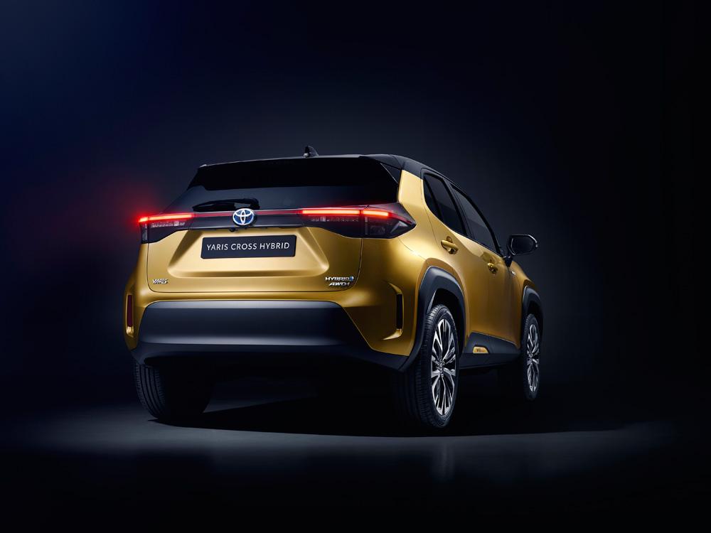Toyota-ontlhult-gloednieuwe-Yaris-Cross-de-achterkant
